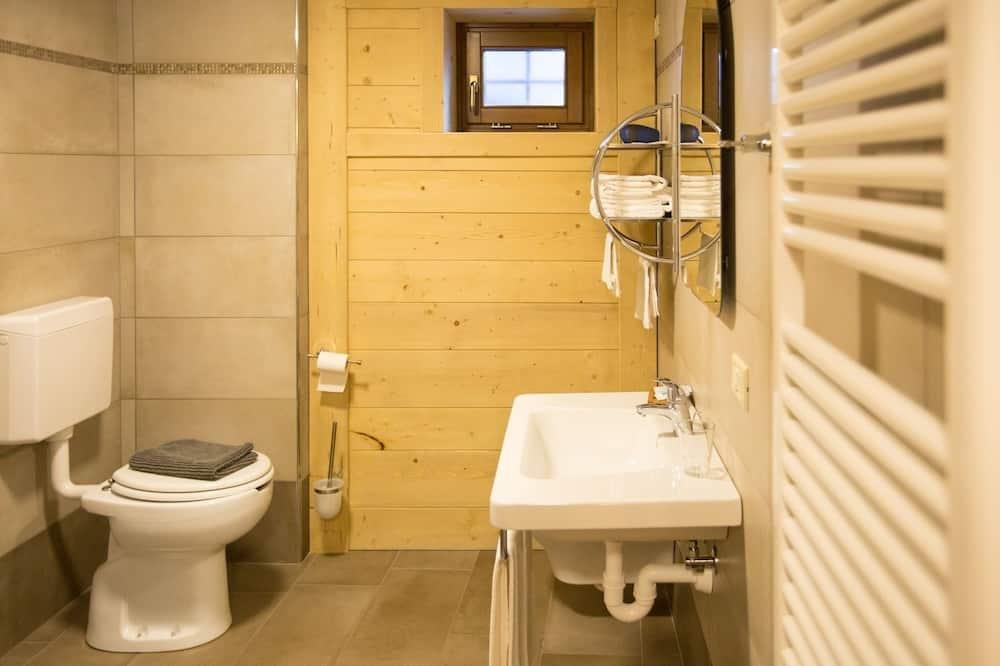 Четырехместный номер «Классик», отдельная ванная комната - Ванная комната