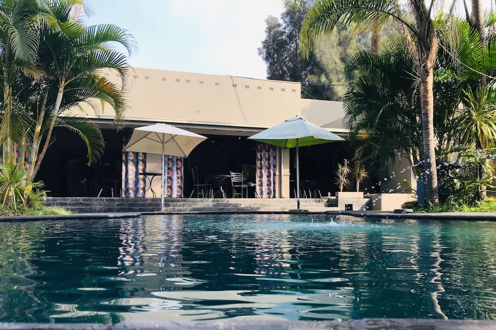 Elephant Springs Hotel & Apartments