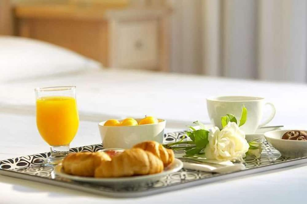 Double Room Single Use - Room Service – Dining