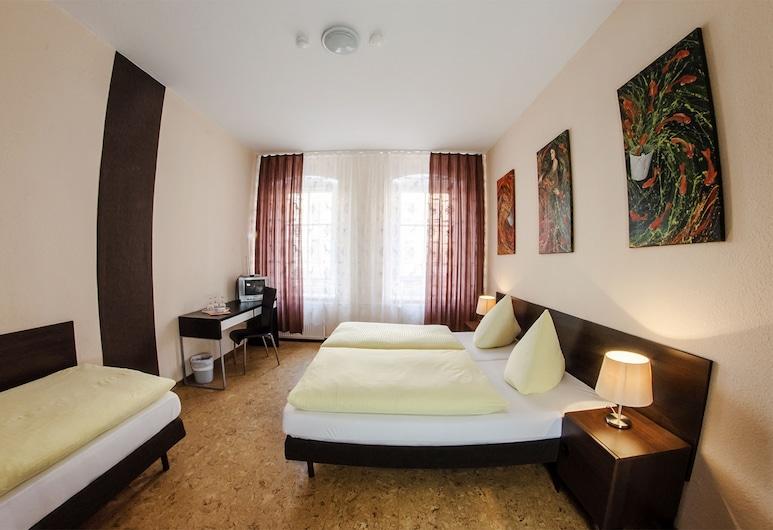 Hotel Pension Victoria, Berlin, Economy Dreibettzimmer (Private externe Dusche und WC), Zimmer