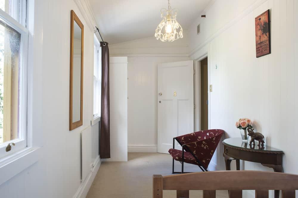 Modest Single Room, Shared Bathroom - Living Area