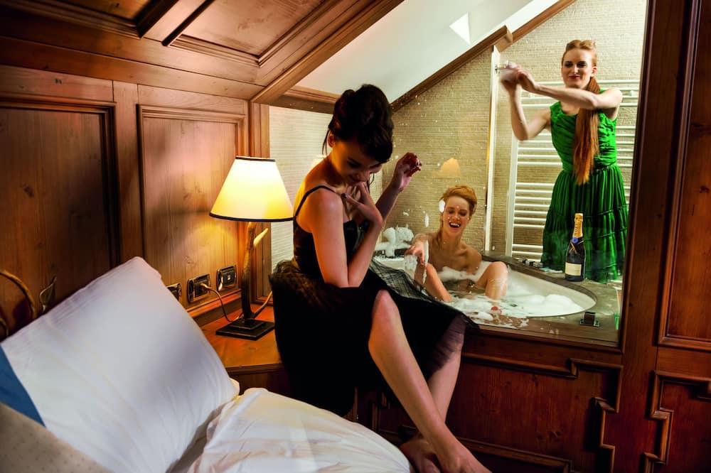 Deluxe Triple Room - Private spa tub