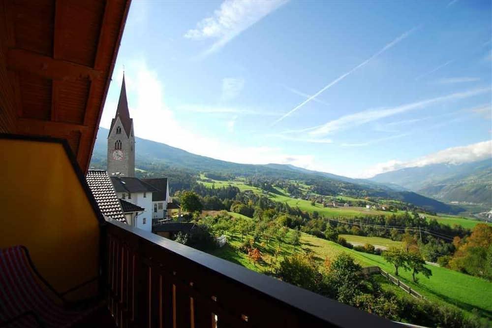 Dvivietis kambarys su vitrininiais langais, balkonas, vaizdas - Balkonas