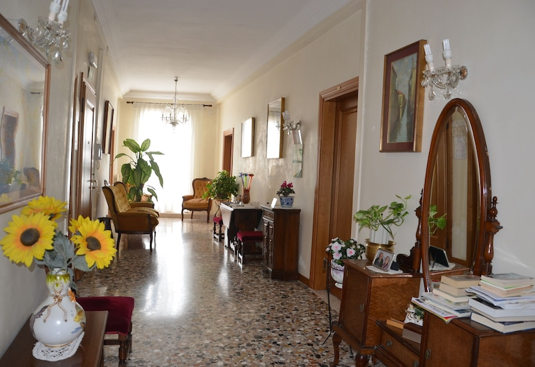 Casa Favaretto, Венеция, Вестибюль