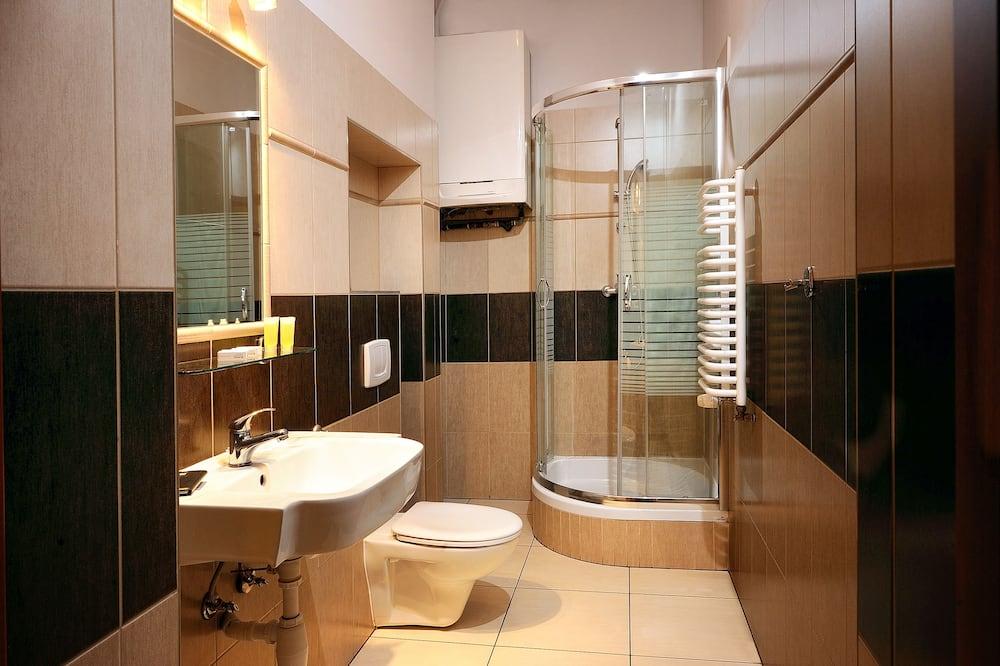 غرفة عادية رباعية - حمّام