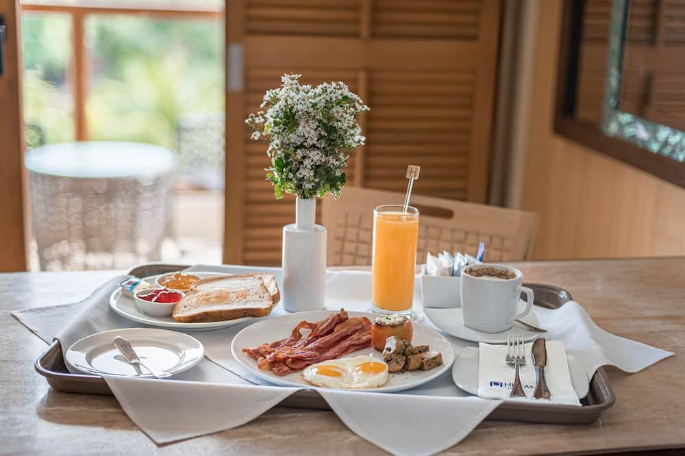 Deluxe-Zimmer (with Breakfast and Dinner) - Essbereich im Zimmer