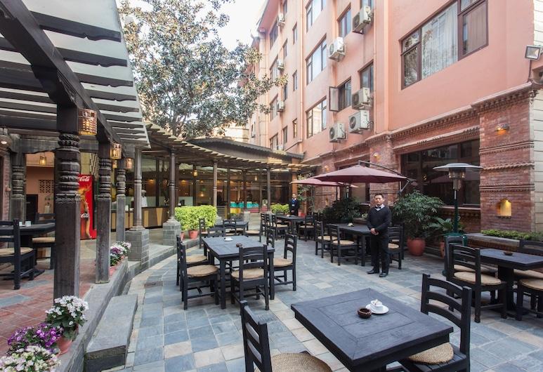 Hotel Marshyangdi, Kathmandu, Tempat Makan Luar