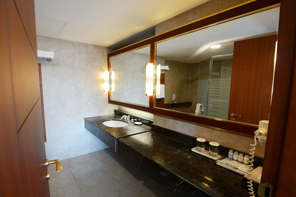 Imperial Suite Double Room, Lake View - Bathroom