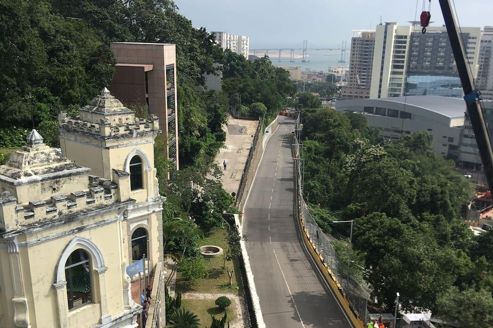 Standard Twin Room - Street View