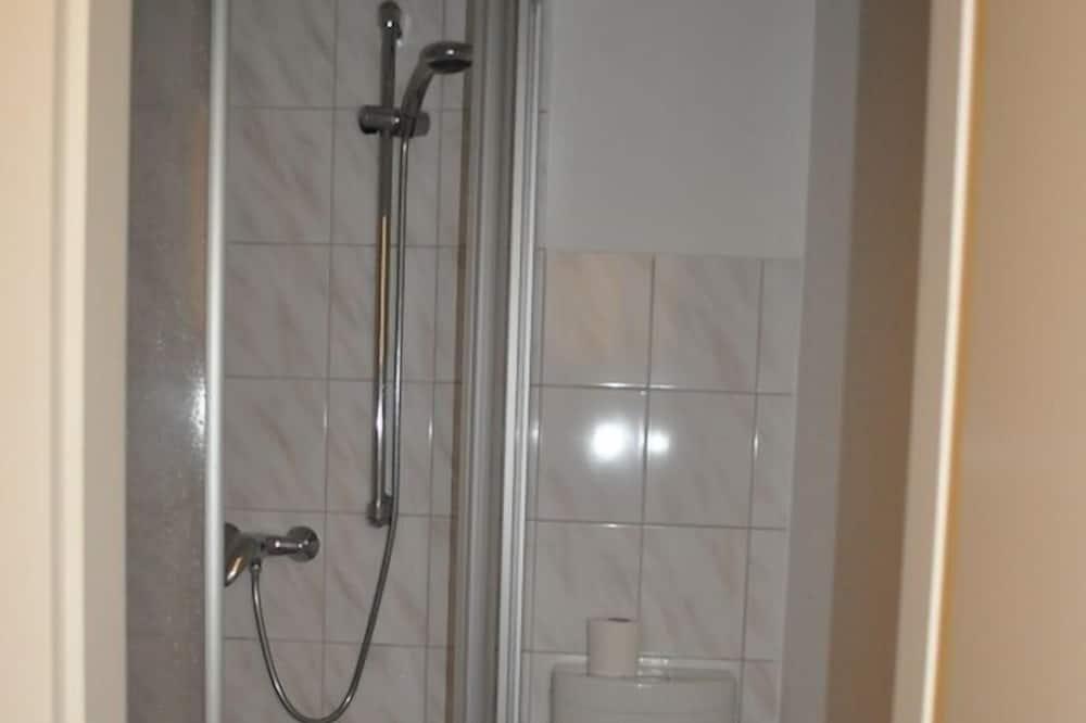 Standard Triple Room, 3 Twin Beds, Private Bathroom - Bathroom