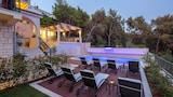 Choose this Apart-hotel in Trogir - Online Room Reservations