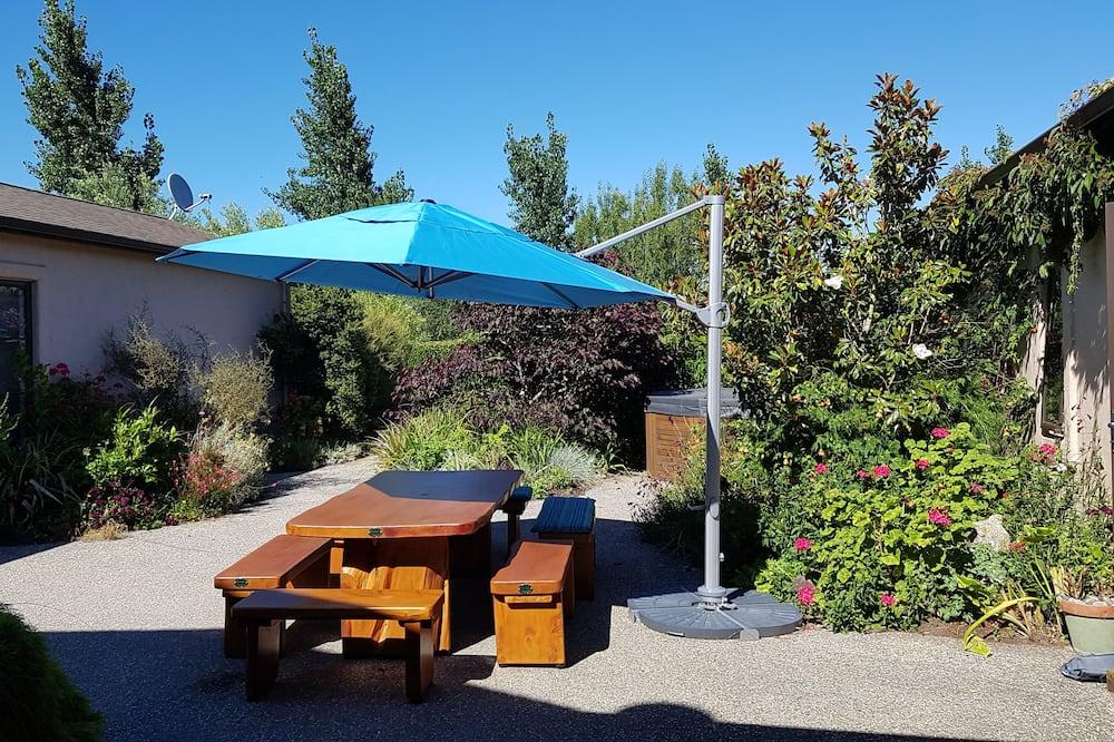 Deluxe Double Room, 1 Bedroom, Patio, Garden View - Terrace/Patio