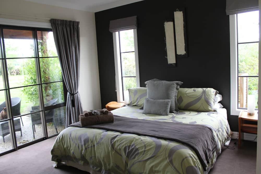 Deluxe Double Room, 1 Bedroom, Patio, Garden View - Living Area