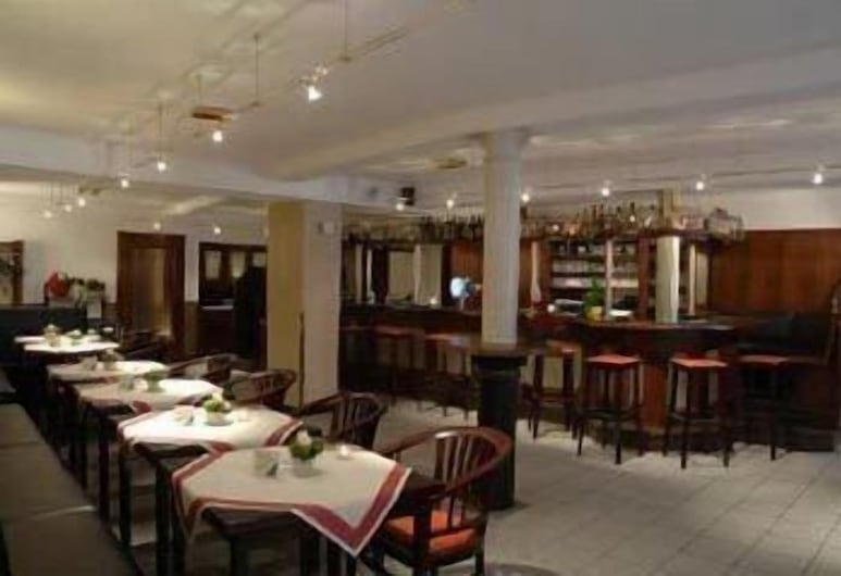 Hotel Restaurant Arnoldusklause, Dueren, Bar del hotel