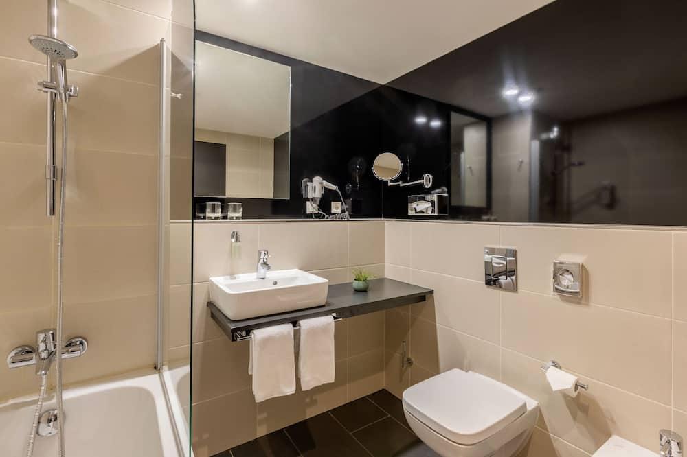 The INNSIDE Room for Families (2 Adults + 2 Children) - Badezimmer