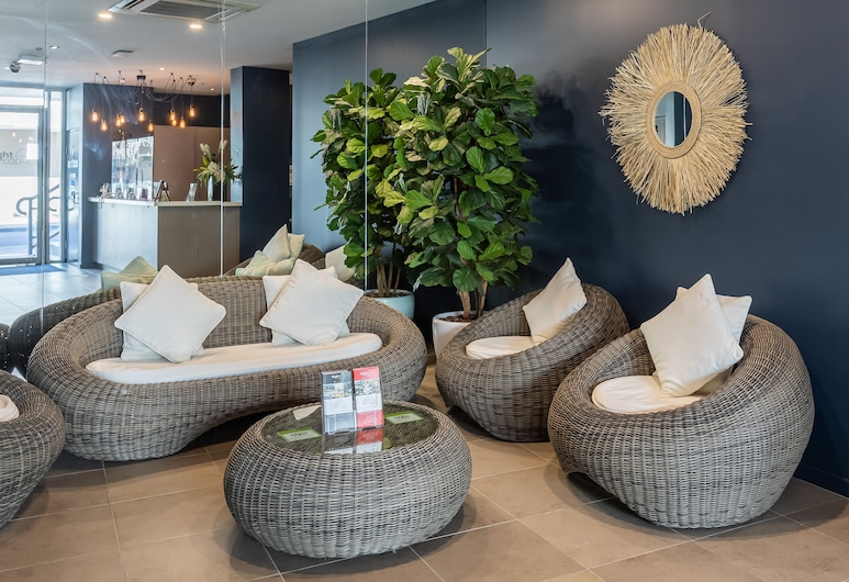 Narrabeen Sands Hotel by Nightcap Plus, Narrabeen, Lobby Sitting Area