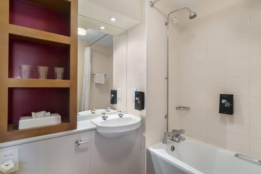 Izba, viacero postelí, nefajčiarska izba - Kúpeľňa