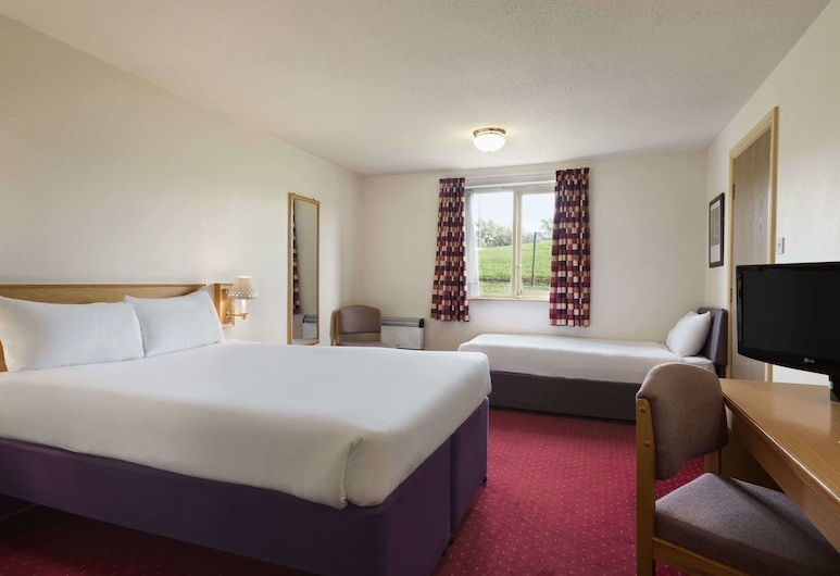 Days Inn by Wyndham Tewkesbury Strensham, Worcester, Room, 1 Double Bed with Sofa bed, Non Smoking, Guest Room
