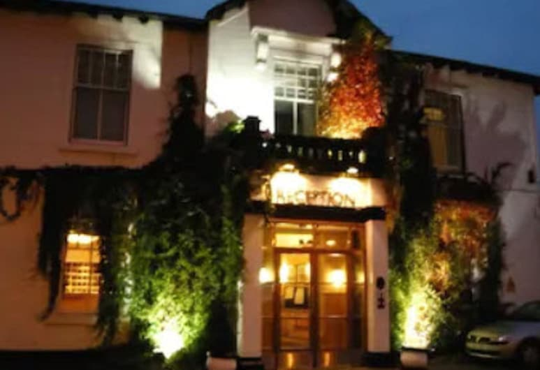 Castlecary House Hotel, Glasgow, Hotel Front – Evening/Night