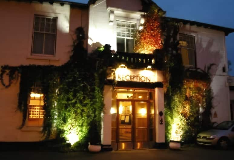 Castlecary House Hotel, Glasgow, Viešbučio fasadas vakare / naktį