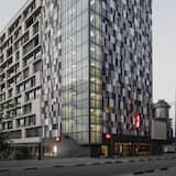 Hadapan Hotel - Petang/Malam