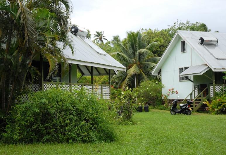 Gina's Garden Lodges, Aitutaki, Property Grounds