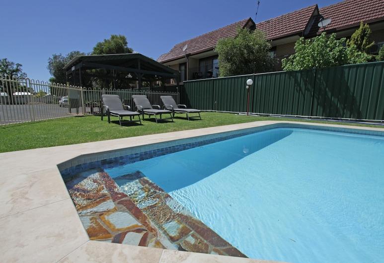 阿特拉斯汽車旅館, 多寶, 室外游泳池