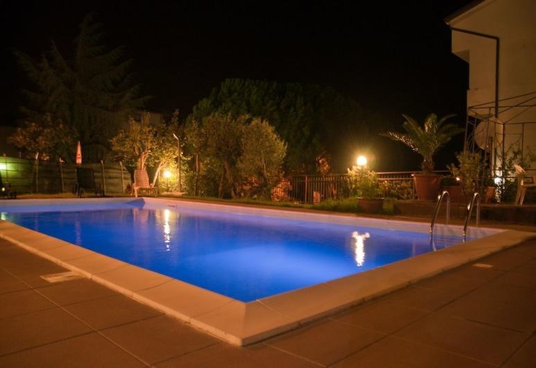 麗城飯店, 特拉西梅諾河畔帕西尼亞諾, 室外游泳池