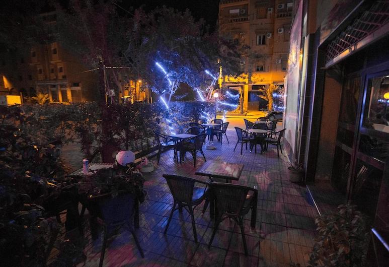 羅薩斯住宅飯店, 歐瓦爾札札特, 酒吧