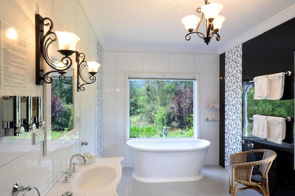 Deluxe Suite, 1 Bedroom, Kitchen (Billabong Couples Deluxe) - Bathroom