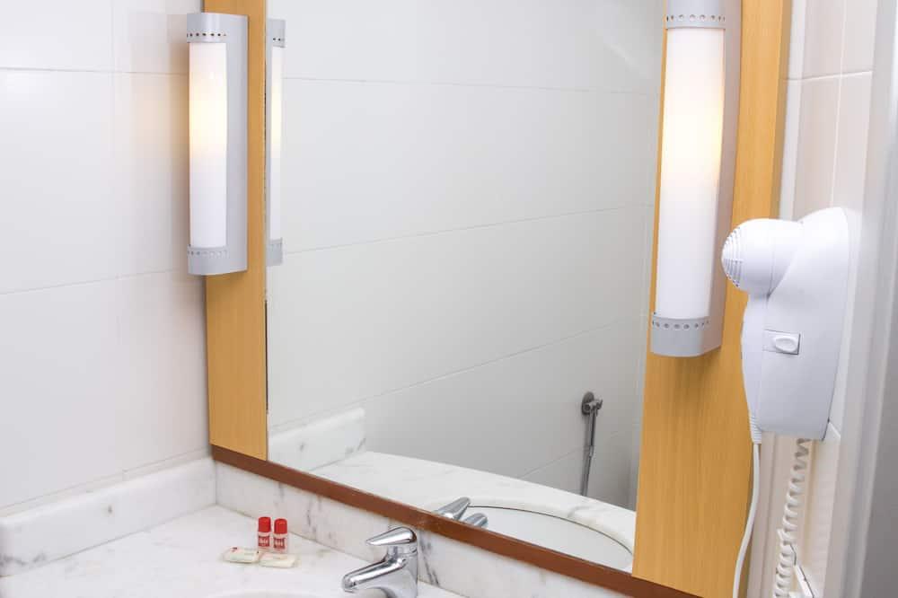 Standard Double Room, 1 Double Bed - Bathroom Sink