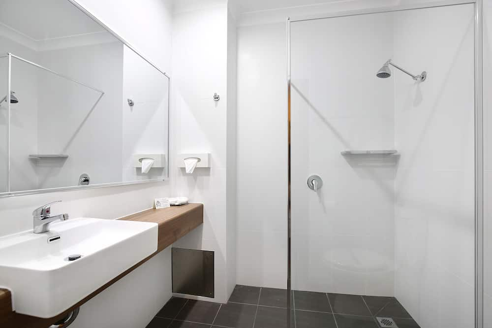Standard Room, Non Smoking, Kitchenette (Queen Room) - Bathroom Shower