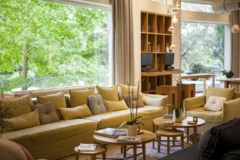 Choose This Mid-Range Hotel in Kifisia