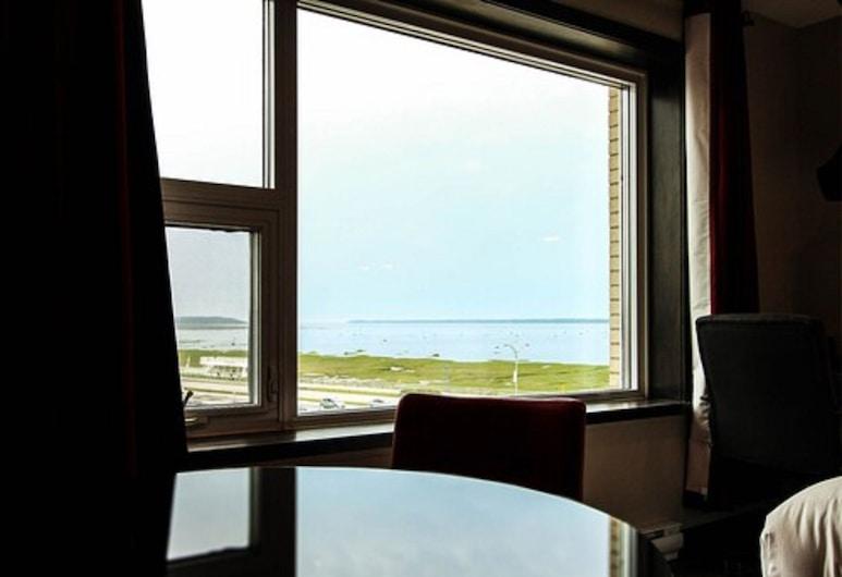 Hotel Le Saint-Germain, Rimouski, Luxury Quadruple Room, 2 Queen Beds, Kitchen, River View, Beach/Ocean View