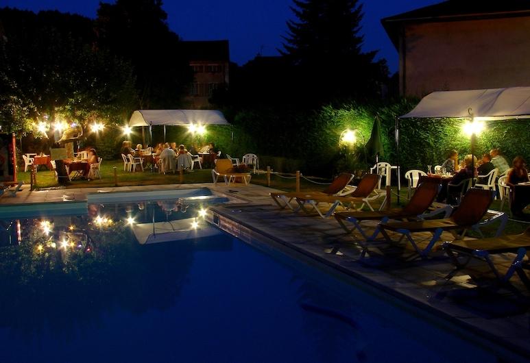 家庭 Spa 酒店, Meyrueis, 室外游泳池