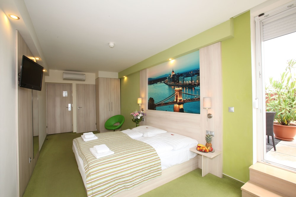 Medosz Hotel, Budapest