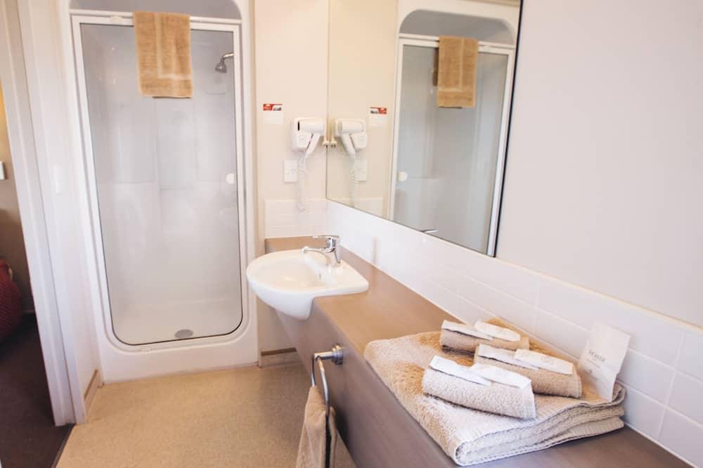 Compact Queen Studio - Bathroom