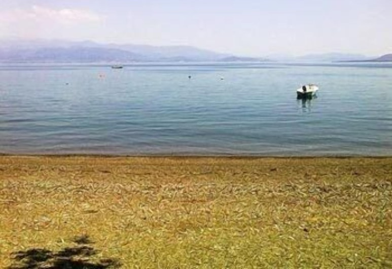 Violetta, Molos-Agios Konstantinos, Beach