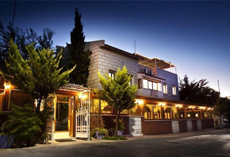 Antik Motel, Çeşme