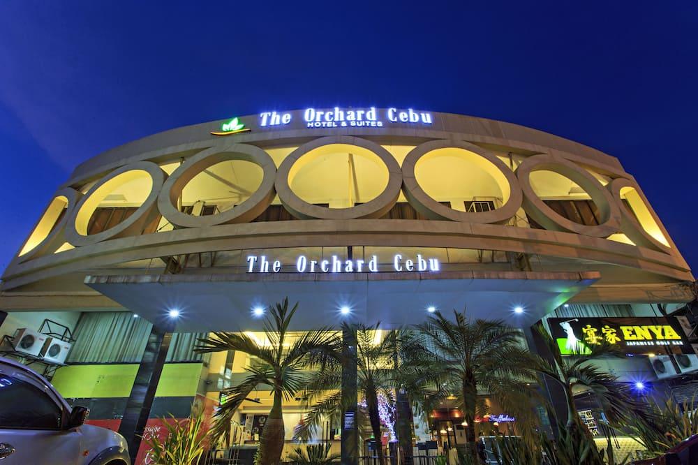 The Orchard Cebu Hotel & Suites
