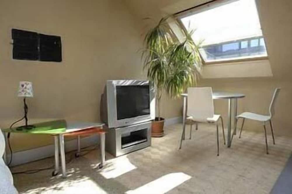 Dvivietis kambarys, virtuvė - Svetainės zona