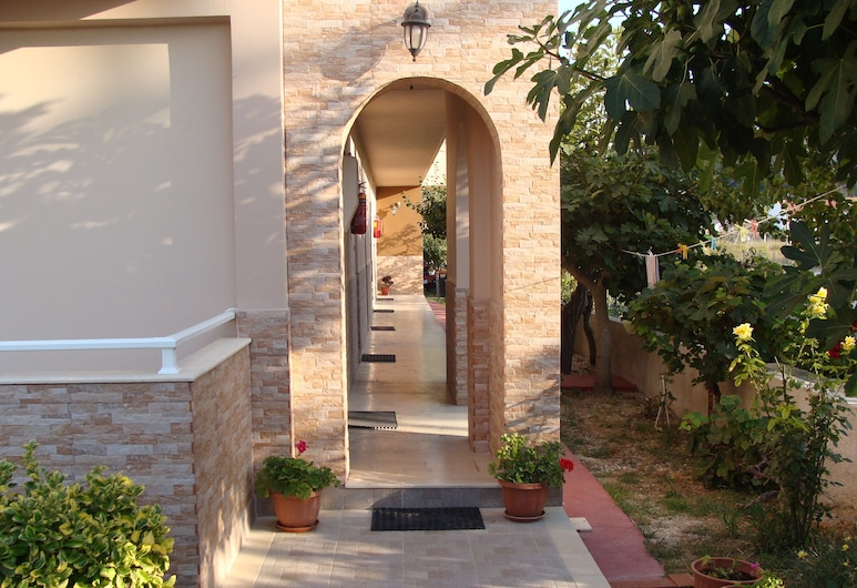 Toulas Apartments, Κέρκυρα, Εσωτερική είσοδος