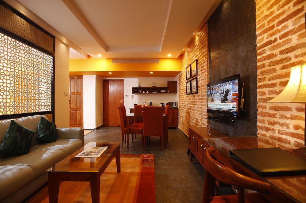 Family Suite, Ensuite, City View - Living Area