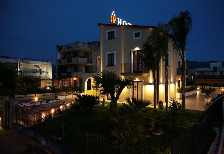 Visagi, Pompeia, Fachada do hotel