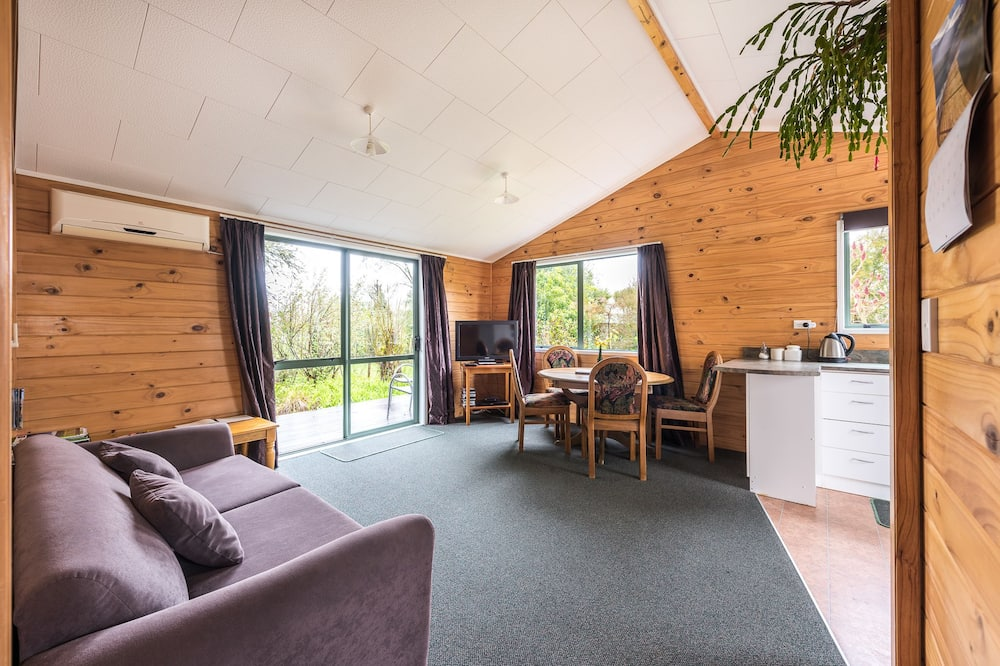 Tui Cottage - Free Wireless Internet - In-Room Dining