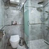 Basic Suite, Balcony, City View - Bathroom