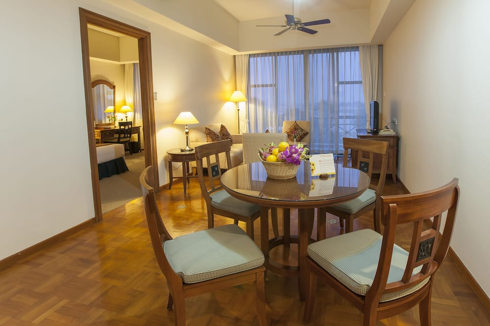Executive Apartment, 1 Bedroom, Balcony, City View - Living Area