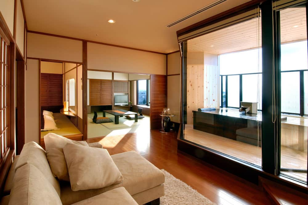 Deluxe Room with Tatami area and Open Air Bath, City View - Living Area