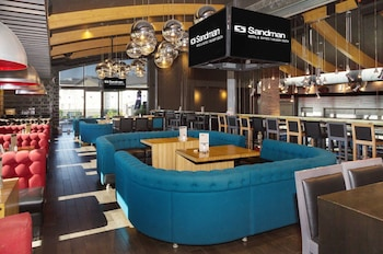 תמונה של Sandman Hotel & Suites Calgary South בקלגרי