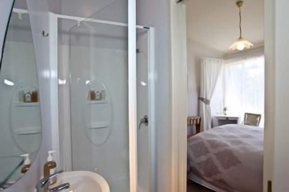 Lavender Queen - Free Wireless Internet + Full Breakfast - Bathroom